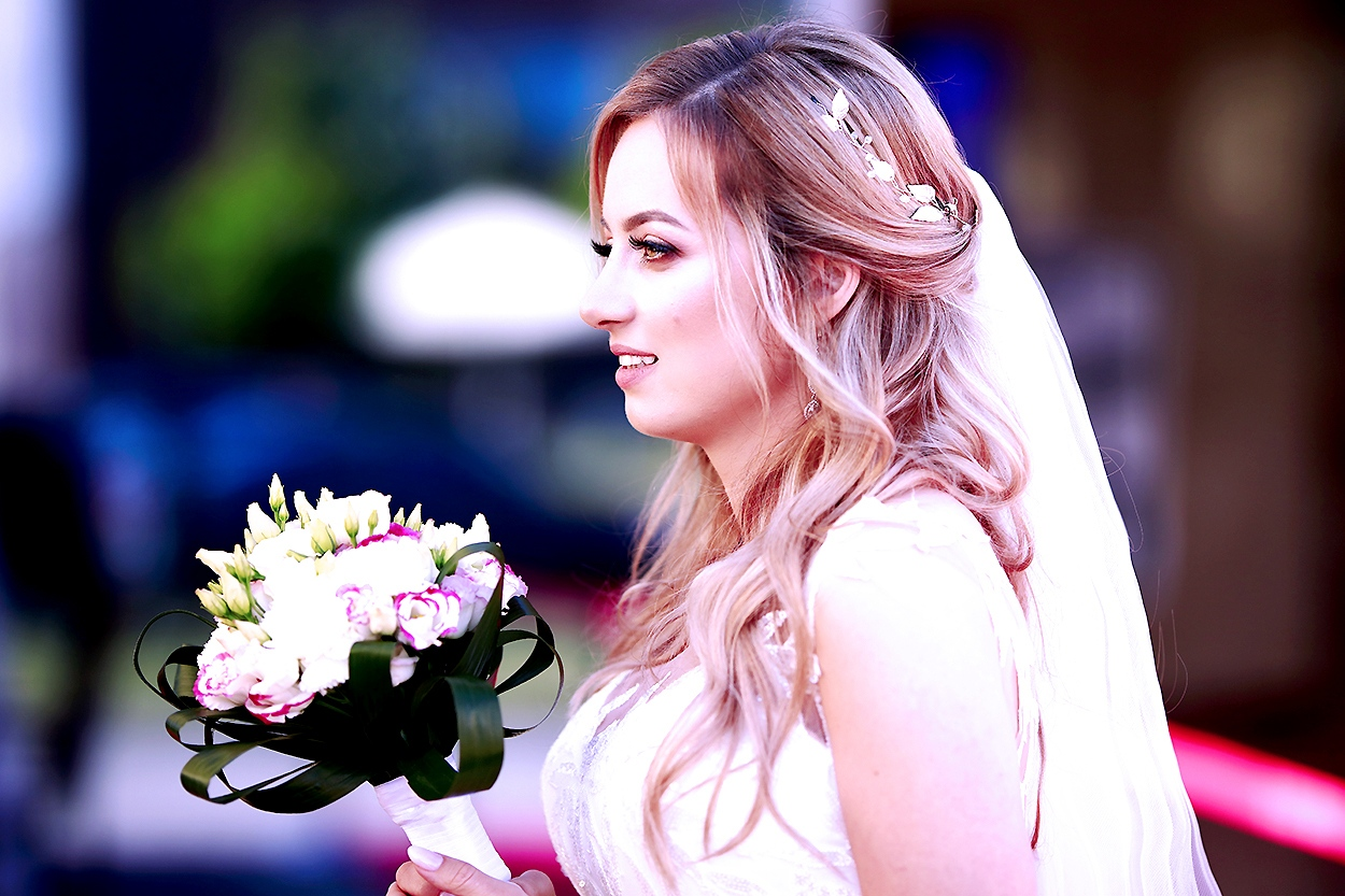 panna młoda z bukietem ślubnym Oleśnica