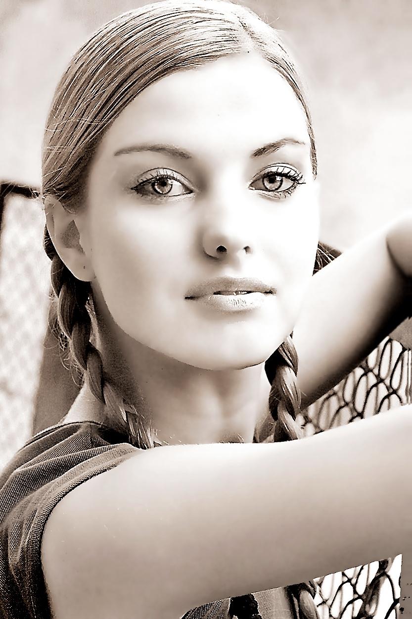 portret modelki w warkoczach