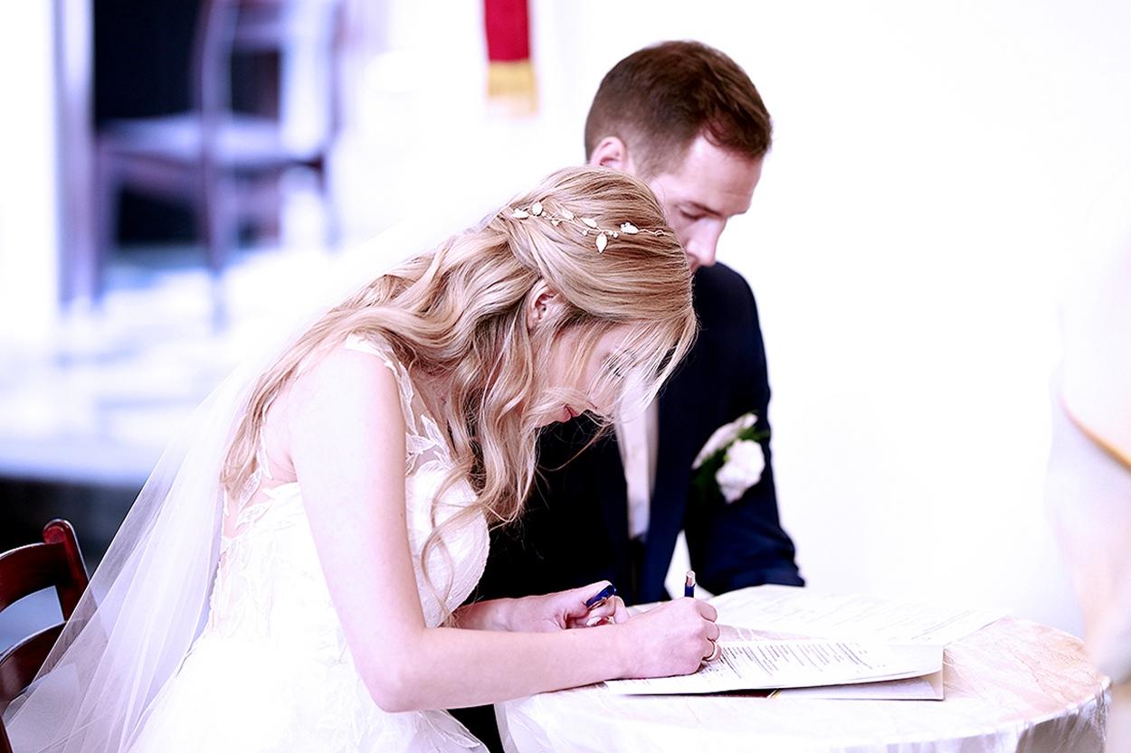 podpis na akcie małżeństwa
