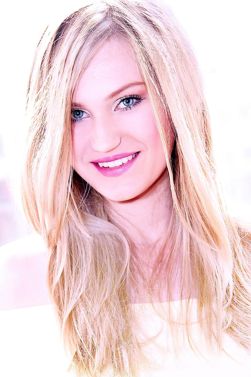 zdjęcie wizerunkowe blondynki Trzebnica