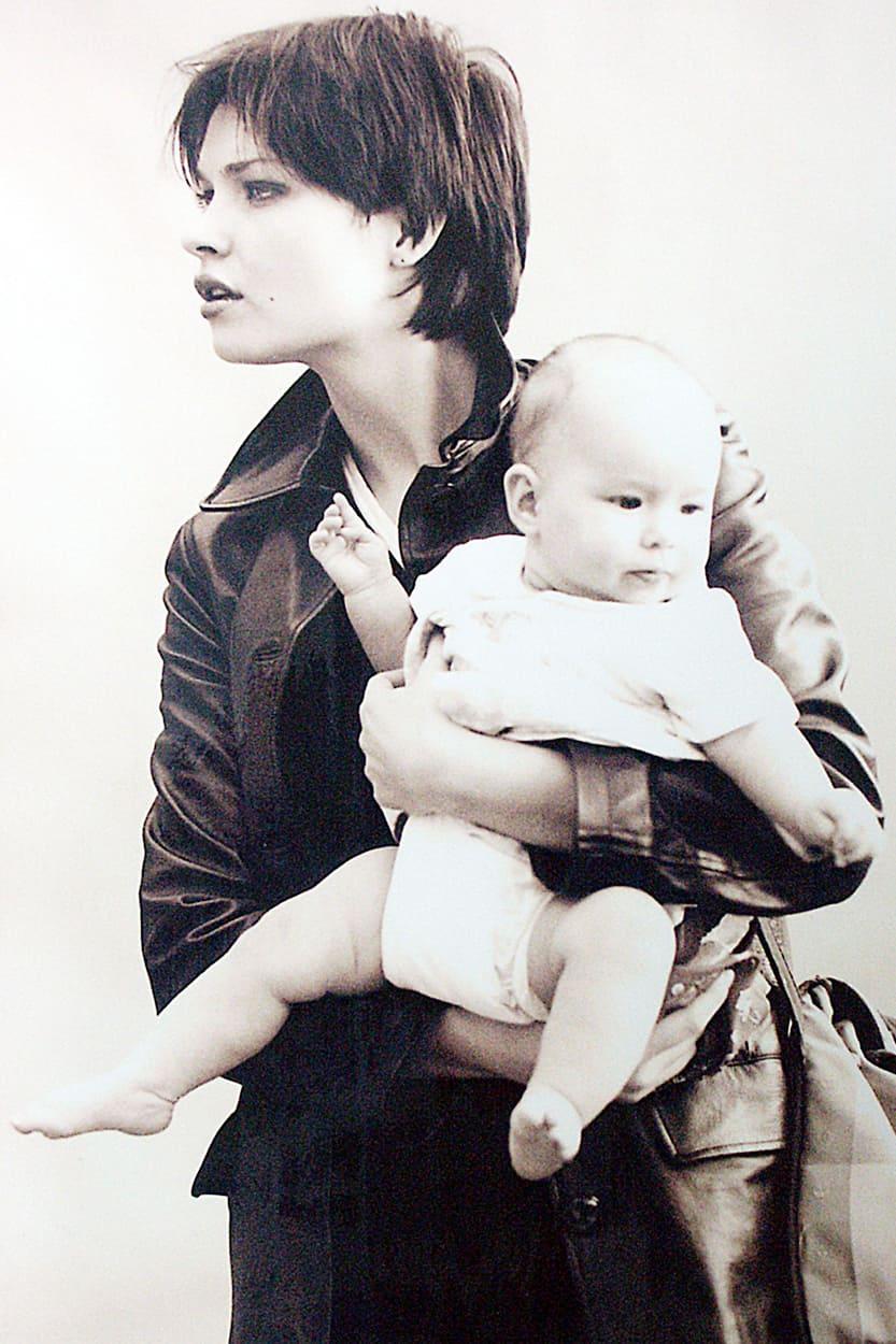 matka z niemowlakiem na sesji zdjęciowej